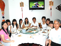 The University of Hong Kong students enjoyed dinner with Herman Chan, Director of Careers and Placement, the University of Hong Kong